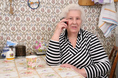 Senior woman speaks on the mobile phone Royalty Free Stock Images