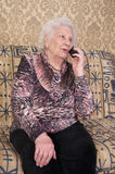 Senior woman speaks on the phone Royalty Free Stock Photos
