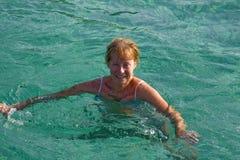 Senior woman swimming Royalty Free Stock Photos
