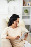 Senior woman with tablet computer Royalty Free Stock Photos
