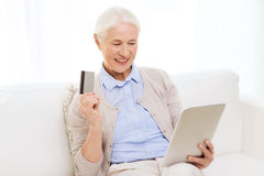 Senior woman with tablet pc and credit card Stock Photography
