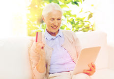 Senior woman with tablet pc and credit card Royalty Free Stock Photography