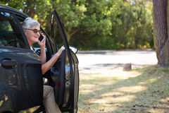 Senior woman talking on mobile phone in car Royalty Free Stock Images