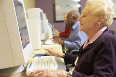 Senior woman using computer Royalty Free Stock Photography