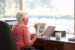 Senior Woman Using Laptop Royalty Free Stock Photos