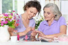 Free Senior Woman With Daughter With Nail Polish Royalty Free Stock Photos - 75188908