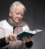 Senior woman writing notes in a notebook Royalty Free Stock Images