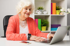Senior working at the office Royalty Free Stock Images