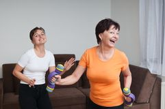 Senior and young fitness woman dancing Royalty Free Stock Photos