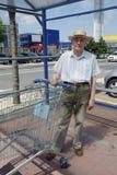 Senior z wózek na zakupy Obraz Royalty Free