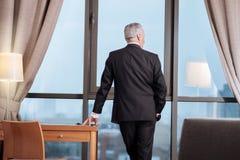 Seniora doświadczony biznesmen poważa widok obraz royalty free
