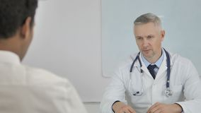Seniora Doktorski Opowiadać z pacjentem, Dyskutuje zdrowia traktowania plan zbiory wideo