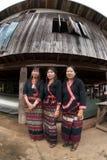 Seniora Lua wzgórza plemienia mniejszościowy pozuje przedstawienie ich suknie Obrazy Royalty Free