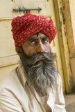 Seniora Rajasthani mężczyzna przy Złotym fortem Jaisalmer Zdjęcie Royalty Free