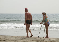 Senioren auf dem Strand Stockfoto