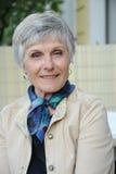 Seniorportrait - una donna attraente da 70 anni Fotografia Stock