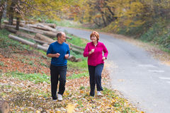 Seniors couple jogging Royalty Free Stock Photos
