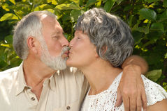 Seniors kissing Royalty Free Stock Images