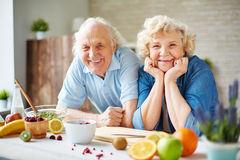 Seniors in the kitchen Royalty Free Stock Image