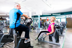 Seniors sport exercising in gym in circle training Royalty Free Stock Photography