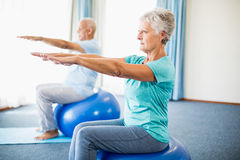 Seniors using exercise ball Royalty Free Stock Images