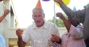 Seniory świętuje urodziny 4k zdjęcie wideo