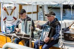 Seniory bawić się akordeon zdjęcia royalty free