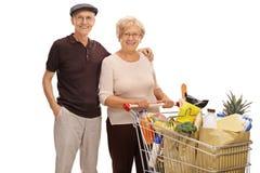 Seniory z wózek na zakupy pełno sklepy spożywczy Zdjęcie Stock