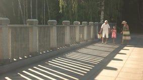 Seniory z wnukiem iść dla pinkinu zbiory