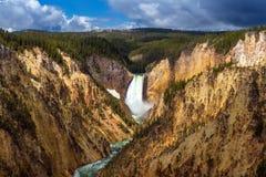 Senken Sie Fälle des Yellowstone vom Künstler Point Lizenzfreie Stockfotos