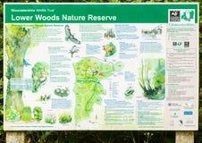 Senken Sie Holz-Naturreservat-Informationsbrett Stockfotos