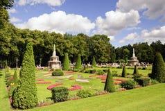Senken Sie Park in Peterhof Lizenzfreies Stockfoto