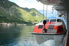 Senkung des Rettungsbootes Lizenzfreies Stockbild