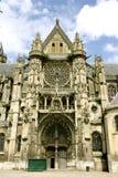 Senlis大教堂的主闸,法国 免版税库存照片