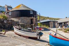 Sennen liten vikhamn Cornwall Arkivbild