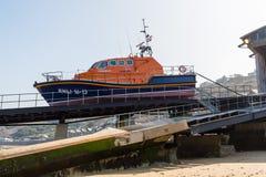Sennen liten viklivräddningsbåt Cornwall Royaltyfri Foto