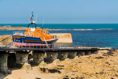 Sennen liten viklivräddningsbåt Cornwall Royaltyfri Fotografi