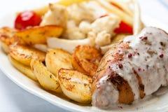 Seno di pollo arrostito con salsa crema Fotografie Stock