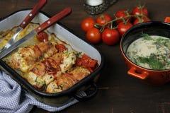 Seno di pollo farcito spostato in pancetta affumicata Fotografia Stock