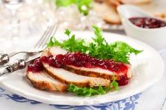 Seno di Turchia con la salsa di mirtillo Immagini Stock