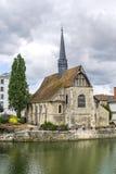 Sens - Kirche auf dem Yonne-Fluss Lizenzfreie Stockfotos