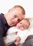 Sensación feliz con el bebé recién nacido Fotografía de archivo libre de regalías