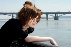 Sensación sola de la mujer joven muy triste Imagen de archivo libre de regalías