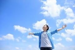 Sensação despreocupada do homem feliz Imagem de Stock Royalty Free