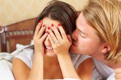 Sensation de Madame embarrassée quand baiser Photographie stock