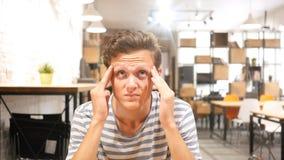 Sensibilità di espressione facciale di emozione, depressione e concetto negativi di crisi Immagini Stock