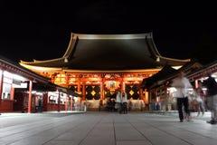 Senso籍寺庙门在晚上,浅草,东京,日本 图库摄影