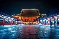 Senso Ji en la noche se encendió para arriba foto de archivo libre de regalías