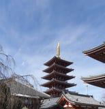 Senso-ji tempel med blå himmel i bakgrund, Asakusa, Japan royaltyfria foton