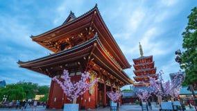 Sensoji对夜间流逝的寺庙天Timelapse录影在东京市,日本 影视素材